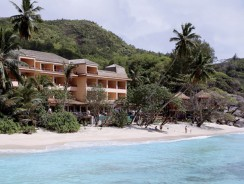 COMBINÉ 2 ILES : MAHÉ + PRASLIN Double Tree by Hilton – Allamanda Resort & Spa + l'Archipel 12 nuits ****